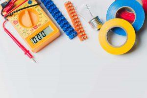 Materialien für einen Kabelschuh.