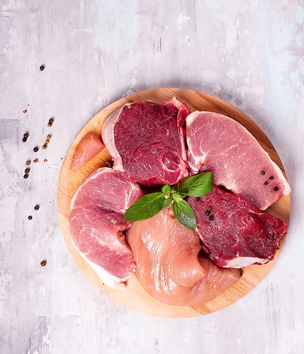 Angerichtetes Fleisch für Fleischfondue.