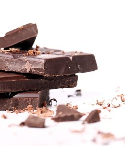 Geraspelte Schokolade für Schokofondue.