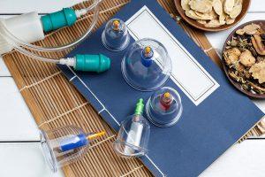 Schröpfgläser Equipment für die Schröpfgläser-Massage.